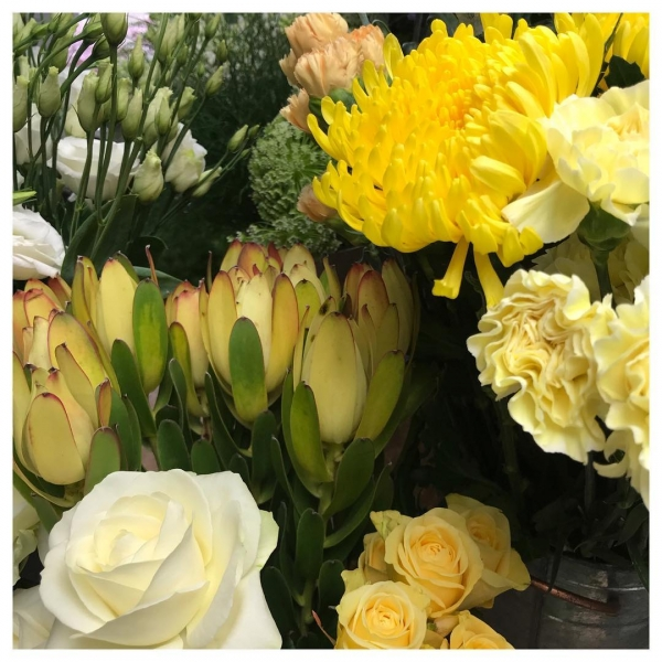 Spring is in the air!. 🌼🌺🌸🌷🌞...#yellow #spring #summer #bright #happy #sun #bloom #rose #victoriajaneflowers #shop #independent #local #windsor #burnham #maidenhead #slough 💛