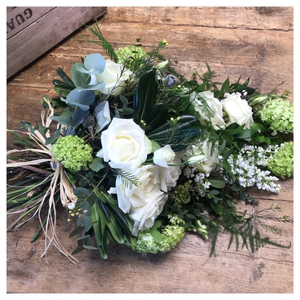 Lovely, natural hand tied sheaf 🌿...#white #creams #greens #natural #raffia #insta #roses #instaflower #florist #supportsmallbusiness #lilac #victoriajaneflowers