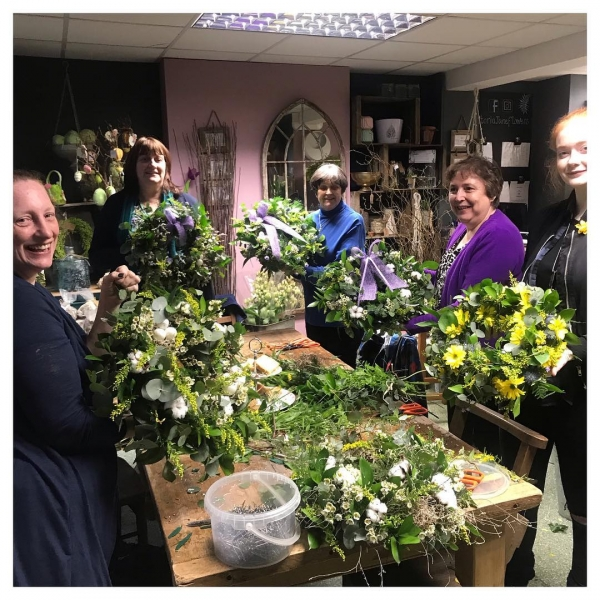 Easter workshops kicked of last night with a fabulous group of ladies who made some gorgeous Wreaths! Thank you ladies.. such a pleasure 💗🌸...#workshop #wreath #flowerschool #easter #flowershop #school #class #victoriajaneflowers
