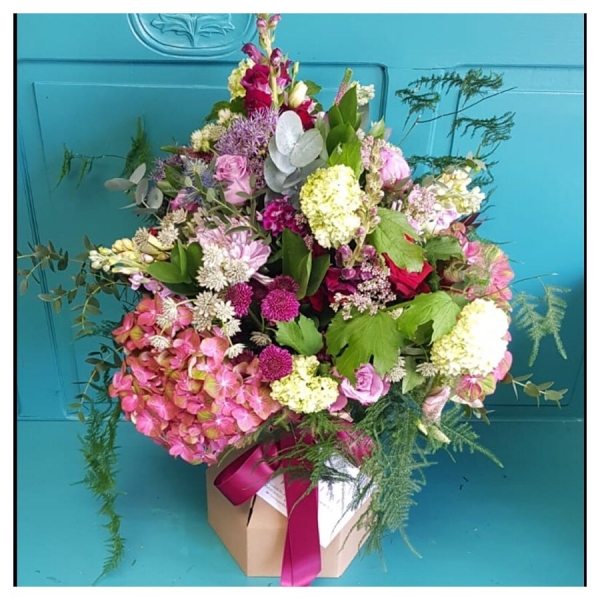 Time to get naked!… 👀 One lucky lady receiving this beauty today! This is our florist choice, eco, naked bouquet 💐 @floralbox_packaging ...#florist #floristsofinstagram #muddystilettos #season #naked #eco #recycle #pink #pretty #nogiftwrapneeded #hydrangea #rose #peonies #victoriajaneflowers