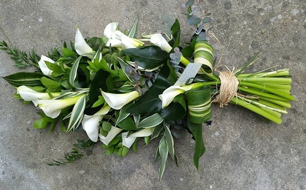 Calla Lily Sheaf tied with Raffia for a natural finish. #funeralflowers #daisyjanes #florists #sympathy #sympathyflowers #natural #callalily #zantedeschia #whitecallalily #sheaf #hantied #burnham #buckinghamshire