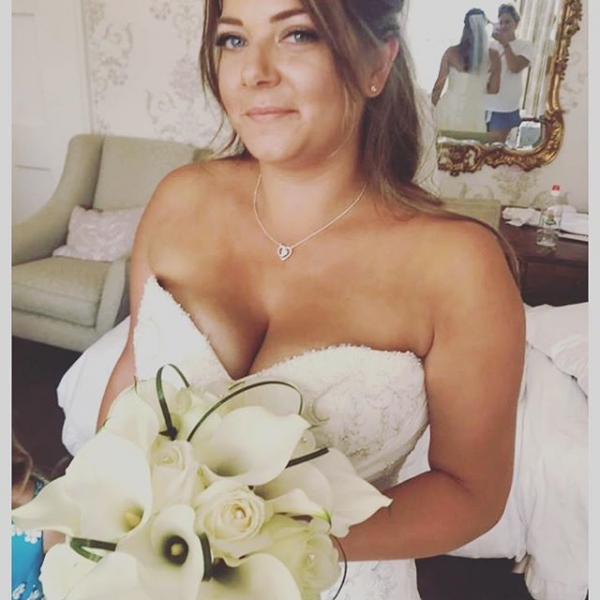 Our beautiful bride Donna looking stunning on her wedding day last weekend!.. Calla Lily's are crazy hard to work with but definitely worth it!.. Timeless.. Classic.. Congratulations Donna, it was a pleasure to be part of your day 🌸🌿...#flowerstagram #flowers #wedding #weddingflowers #calla