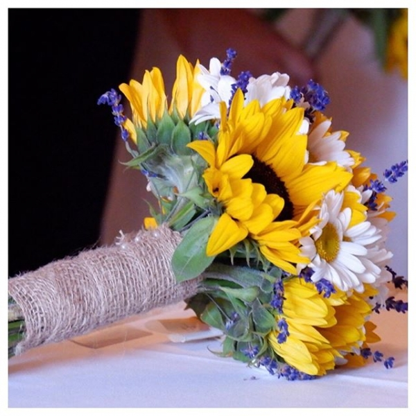 What an absolute pleasure it was to do the flowers for this gorgeous couple.. Perfect for a bright summer wedding.🌻 👰 🎩.. ..#sunflowers #wedding #weddingflowers #flowerstagram #flowers #burnham