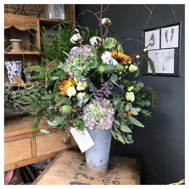 Scrummy flower arrangement in vintage container 🍃 ...#flowerarrangement #rustic #autumnal #purple #orange #gift #birthday #love #delivery #shop #local #instaflower #instaflorist #victoriajaneflowers #hydrangea #cotton #willow #vintage #flowershop #umderthefloralspell